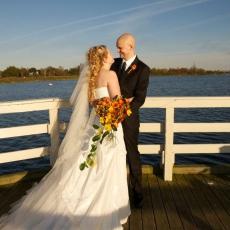 Brudepar på bro