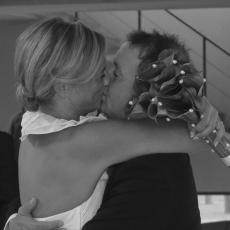 Det første kys som nygifte